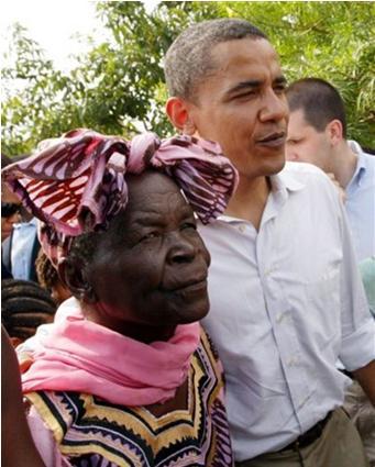 Barack Obama sedang berjalan bersama nenek kandungnya