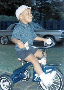 Obama cilik naik sepeda