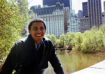 Obama berada di New York City  tahun 1980 sebagai mahasiswa di Columbia University