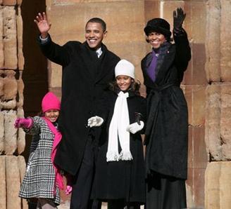 Senator Illiois, Barack Obama bersama isterinya Michel Obama dan ke 2 anaknya Malia (tertua) dan Sasha di masa kampanye