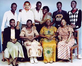 Obama foto bersama keluarga bapaknya.
